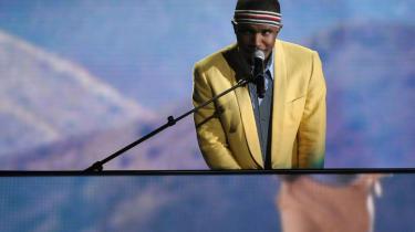 Hysteriet omkring Frank Oceans nye musik kan vist bedst beskrives med ordet internetfeber. Forståeligt. Ophavsmanden har forædlet og fornyet soulmusikken og står som en ny generations måske ypperste sangskriver og sanger. I weekenden udgav han hele to album