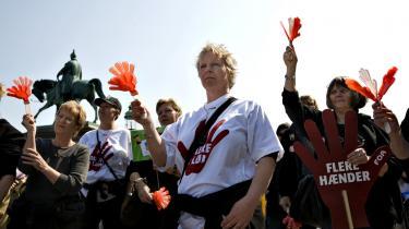 FOA-medlemmer demonstrede i 2008 på Christiansborg Slotsplads, hvor de krævede mere i løn og flere kolleger. Arkiv