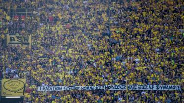 'Den gule mur', som det dedikerede fanafsnit fra  Dortmund kaldes, synes lavet af sten, men økonomisk banker den globaliserede virkelighed på også her.