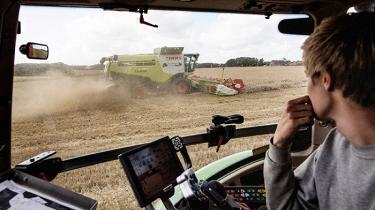 Står det til traktorproducenter som Case IH skal landmænd inden længe hoppe ud af førerkabinen og i stedet programmere og styre deres traktorer hjemme fra kontoret