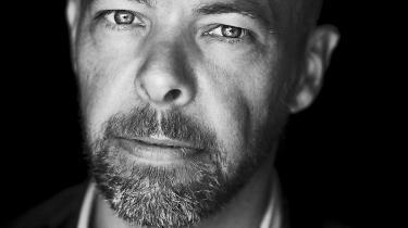 I 'Himlen under jorden' forsøger– og gennemfører! – Niels Lyngsø at skrive på én gang karsk erotisk og encyklopædisk. Hans to nye romaner er nok det nærmeste, vi lige for tiden kommer en utopisk insisterende koncis karnevalisme mener Erik Skyum-Nielsen.