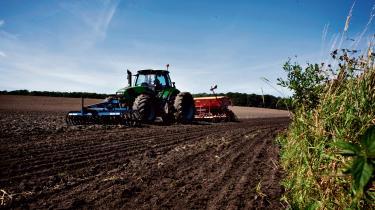 Spørgsmålet er, om – eller hvornår – der for alvor går hul på kapitalstærke aktørers investeringslyst. Jo længere og dybere krisen udvikler sig, desto større er sandsynligheden for, at eksterne interessenter ser fordelen i at opkøbe landbrugsarealer med værdistigninger for øje.