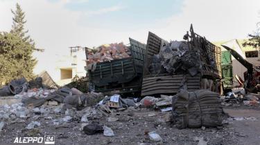 21 mennesker blev dræbt i angrebet på en nødhjælpskonvoj på vej mod Aleppo. Billedet af de smadrede køretøjer er tilvejebragt af det regimekritiske nyhedbureau Aleppo 24 news.