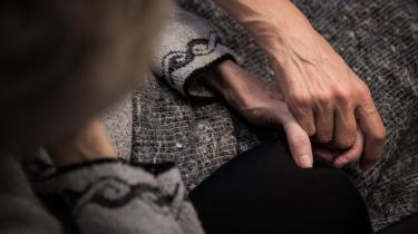 Ældre Sagen har foreslået, at plejehjemsbeboere, der ikke ønsker genoplivning, skal gå med et særligt armbånd, så personalet kan se, at de ikke skal forsøge at genoplive dem med hjertestarter i tilfælde af hjertestop.
