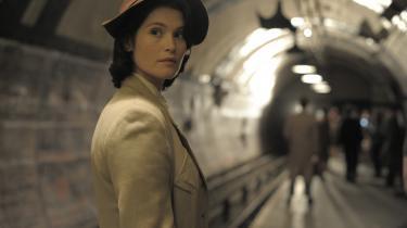 Gemma Arterton spiller walisiske Catrin, der under Anden Verdenskrig forsøger sig som manuskriptforfatter i Londoni Lone Scherfigs 'Their Finest'.