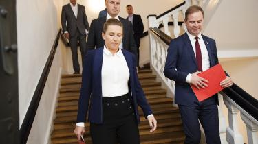 Socialdemokraternes formand Mette Frederiksen tager et opgør med linjen under Helle Thorning-Schmidt, når hun nu vil have mindre kontrol med de offentligt ansatte, siger eksperter.