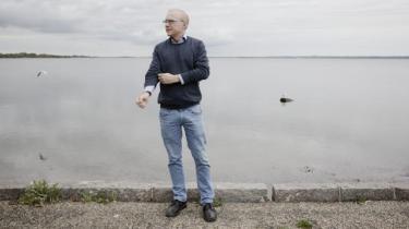 Efter soldatersønnens død følte den israelske forfatter David Grossman, der netop har besøgt Danmark, at tavshed var den eneste mulighed. Men siden fandt han ud af, at han kun kunne være i sit liv, hvis han skrev – om sorgen og om de alternative veje ud af konflikten mellem Israel og palæstinenserne
