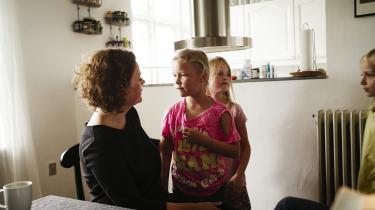 Information skrev for et år siden om 10-årige Elisabeth Cramon Dahl, der har cystisk fibrose, som gør, at hun sandsynligvis ikke bliver ret gammel. Lægemidlet Orkambi kan måske udskyde den dag, de usynlige bakterier vinder kampen over hendes krop. Hvis samfundet har råd til at betale