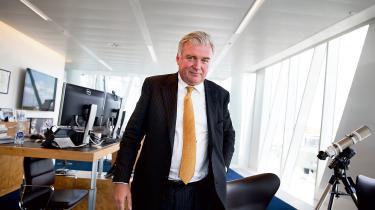 »Der er lige Lars Seier Christensen, der hellere vil bo i Schweiz og blande sig i dansk politik dernede fra.« Men ellers mener Socialdemokratiets skatteordfører Jesper Petersen, at det danske velfærdssamfunds goder holder antallet af topskatteydere, der forlader Danmark, lavt.