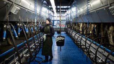 At dreje dansk landbrug mod økologisk produktion kan ske ved at øge den andel af EU-støtten, der som landdistriktsmidler er tiltænkt natur- og miljøstøtte til landmændene. Den daværende regering valgte i 2014 at reservere fem-syv pct. af støtten til landdistriktsmidlerne, selv om EU tillader at gå til 15 pct.