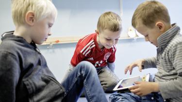 Man behøver ikke at være for eller imod iPads i børnehaven, for de er der alligevel, siger lektor Klaus Thestrup. Derfor bør man i stedet fokusere på, hvordan man bruger dem bedst. På Fasangårdens Børnehave i Kokkedal bruger man iPads som pædagogisk værktøj, mens de er bandlyst i de fleste Rudolf Steiner-børnehaver.