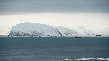I Arktis opfører Norge et hegn mod Rusland som værn mod indvandring, men det hegn betragtes i Nordnorges som en alovrlig kæp i hjulet hos dem, der kæmper for at opbygge relationer til russerne.