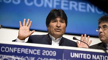 Da Bolivias præsident Evo Morales på COP15 i Købehavn i 2009 krævede, at de rige industrilande betaler en omfattende skadeserstattende klimagæld for de skader, de har påført kloden, gav det gældsmedstanden mæle. Men i den rige verden opfører de gldsramte sig stadig pænt og antaster ikke systemet.