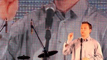 Viktor Orbán da han i 2004 som leder af Fidesz-partiet en overgang var i opposition. Orbán var premierminister i 1998-2002 og har i denne omgang været det siden 2010. I de snart to årtier, Orbán har været en af Ungarns mest markante politiske skikkelser, har han aktivt brugt fortolkning af historien til at påvirke nutiden.