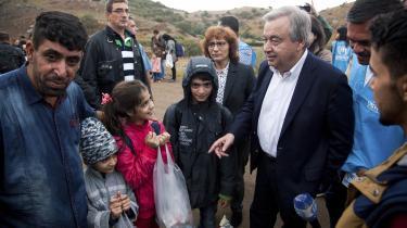 Jobbet som flygtningehøjkommissær har blandt andet bragt Antonio Guterres til den græske ø Lesbos, hvor han her taler med nyankomne flygtninge.