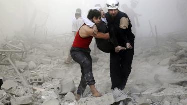 Frivillige fra De Hvide Hjelme har efter sigende reddet 40.000 menneskeliv. Myten om, at den syriske hjælpeorganisation er uafhængig af bidrag udefra, holder dog ikke helt