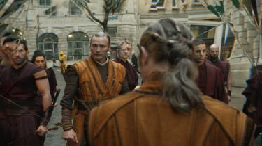Mads Mikkelsen spiller troldmanden Kaecilius, der jagter det evige liv i Marvels nye superheltefilm, 'Doctor Strange'. Foto: Marvel/Disney