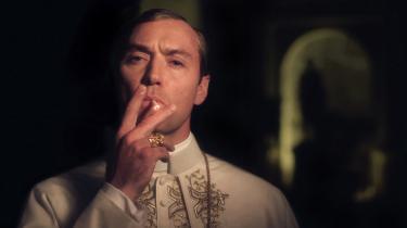 Jude Law spiller den reaktionære, uforudsigelige og nyvalgte pave Pius XIII i Paolo Sorrentinos nye tv-serie, 'The Young Pope'.