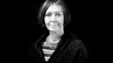 Hvis der skal være råd til at hjælpe demensramte, kræftramte, radikaliseringstruede og ofre for æresvold, så er der da ikke råd til at hjælpe kvinder, der bare er ramt af almindelig vold. Det må enhver da kunne forstå. Ellers kan Karen Ellemann forklare