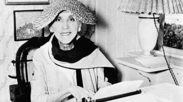 Når Karen Blixen skrev sine dramatiske velskrevne breve hjem til moren eller broren om livet på den afrikanske farm, forventede hun næsten, at brevet blev delt og vendt med hele familien, medmindre hun angav et 'moder privat' over de fortrolige afsnit. Med tiden har hun nok, som de fleste gode forfattere, vidst, at brevene ville få værdi for eftertiden.