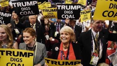 'I vil igen blive stolte af at blive minearbejdere,' sagde Donald Trump i en tale i foråret til sine støtter. At dømme efter markedets reaktion på det amerikanske præsidentvalg, går den ellers hensygnende kulindustri bedre tider i møde med Trump i Det Hvide Hus.