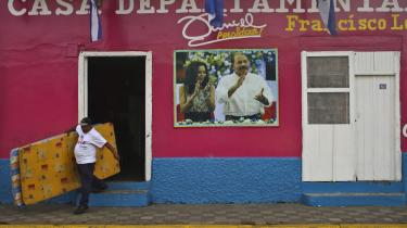 Daniel Ortega er fortsat præsident og hans kone ny vicepræsident i Nicaragua efter endnu et præsidentvalg uden reel opposition