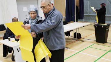 92 procent af etniske danskere mener, at det er meget godt eller godt at have et repræsentativt demokrati, mens andelen blandt ikkevestlige indvandrere og efterkommere kun er henholdsvis 82 og 78 procent. Her stemmer borgere ved et byrådsvalg i Aarhus i Globus1 i Gellerup.