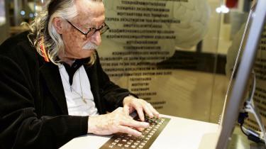Computerekspert og filosof Joseph Weizenbaum på Computermuseum Paderborn i 2005.Han mener, at internettet er en 'losseplads', der frister folk til at overvurdere egne evner.