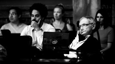 Den amerikanske fysiklegende Stephen Hawking på besøg i København. Her iVidenskabernes Selskab.