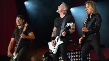 Den er en tung røvfuld skrot, Metallicas nye pade, men giver man sig tid til at rode den igennem, kan man godt finde gode ting. Her giver bandet koncert i New York i september.