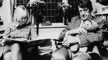 Mimi Jakobsen skriver bevægende erindringsbog om det indviklede forhold mellem hende og faderen, Erhard Jakobsen – og om at ville noget som kvinde, når det ellers er mænd, der bestemmer
