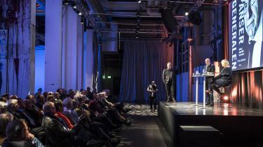 Jørgen Ejbøl i Pressen sammen med forfatter Kirsten Jacobsen onsdag aften, hvor der var debat om den nye portrætbog 'Pansergeneralen'.