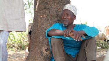 Den nigerianske mælkebondeAbdulkareem Musa har haft køer i 40 år. Ifølge Musa er det blevet en større udfordring at producere mælk de seneste ti år. Blandt andet på grund af stridigheder om jordrettigheder og mangel på foder og vand til dyrene, der skyldes længere tørkeperioder.Foto: Marie Torp ChristensenCARE