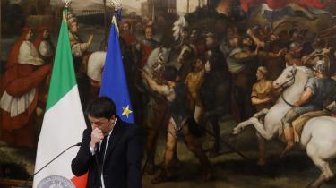 Efter det klare nej til forfatningsændringen ved valget søndag meldteMatteo Renzi sin afsked som Italiens ministerpræsident.