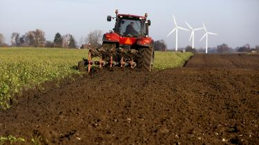 En forskningsrapport om landbruget fra Copenhagen Business School bliver kritiseret for at levere utroværdig forskning dikteret af Bæredygtigt Landbrug. Men CBS forsvarer sig med med, at rapporten kun er foreløbig.