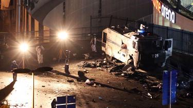 Terrorangrebet, der fandt sted i Istanbuls centrum lørdag aften ved 22-tiden, og indtil videre har dræbt 38 personer, heraf 30 politibetjente, og såret mindst 166, var en reaktion på flyangreb på PKK-stillinger i Nordirak og tyrkiske sikkerhedsstyrkers aktioner i kurdiske byer og landsbyer, hvor snesevis af borgmestre er anholdt