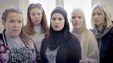 Den norske ungdomsserie 'Skam' er blevet et fænomen, som ikke blot knuselskes af den norske ungdom, som den så originalt portrætterer, men også af ældre seere