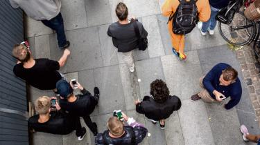Den danske logningsbekendtgørelse pålægger teleselskaberne at indsamle oplysninger om alle danske telekunder et år tilbage i tiden, om hvem de har ringet til, hvem de har sms'et til, og hvilken telefonmast telefonen har været forbundet til på det pågældende tidspunkt. Efter en ny EU-dom onsdag ser det ud til at blive lavet om.
