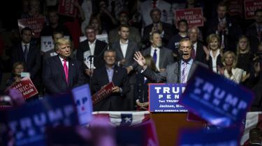 En af de meste bizarre episoder i Donald Trumps valgkamp fandt sted i Jackson, Mississippi, den 24. august. Her præsenterede Trump begejstret Nigel Farage som 'manden bag Brexit'.