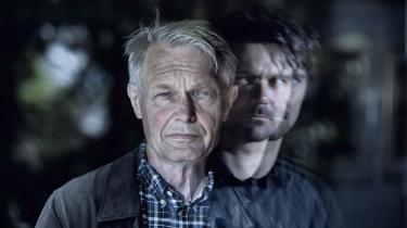 Musiker Nicolai Munch Hansen står bag digter Peter Laugesen.