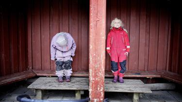 På trods af de bedste intentioner er uddannelse i dagens Danmark i høj grad forbeholdt dem, der har forældre, der også er veluddannede. Hvis der var en lige så energisk forargelse over det, som der er over 'eliternes triumf', var der håb forude. Men det er der ikke, så forbedringerne går kun langsomt fremad