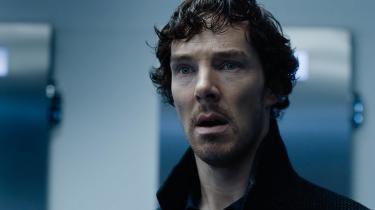 Det virker næsten, som om mændene bag serien, Steven Moffat og Mark Gatiss har villet viske tavlen ren efter den forrygende tredje sæson. Her ses hovedrolleindehaver Benedict Cumberbatch i rollen som Sherlock Holmes
