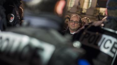 Med brødrene Kouachis blodige angreb på Charlie Hebdo ramte den fanatiske jihadisme menneskerettighedernes Frankrig i hjertekulen. To år og en række nye attentater senere, befinder landet sig i en svær balance mellem kravet om sikkerhed, kritik af undtagelsestilstanden og polemik om den franske efterretningstjenestes personrettede missioner