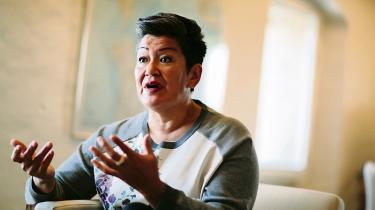 Skatteminister Karsten Lauritzen (V) beklager nu, at han brugte formuleringen, at Venstre har »købt en grønlænder« med henvisning til partiets aftale med det grønlandske folketingsmedlem Aleqa Hammond om at sikre sig regeringsflertallet med hendes stemme