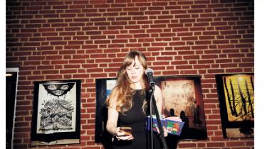 Kursist Elisabeth Skou Pedersen læser op af de dagbogsnotater, hun gjorde fra 3. til 5. klasse.