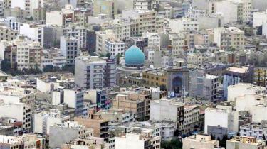 Et opslag på Couchsurfing.com giver svar fra 83 iranske brugere, der gerne vil have danske gæster boende eller mødes med os. De fleste er unge universitetsstuderende, der bor i de store byer Teheran og Isfahan