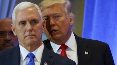 Donald Trump sammen med sin vicepræsident, den nationalkonservative Mike Pence.