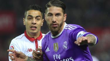 Sergio Ramos (th.) er oprindeligt fra Sevilla, og når han skal begraves engang, bliver det iført både en Sevilla- og Real Madrid-dragt, siger han.