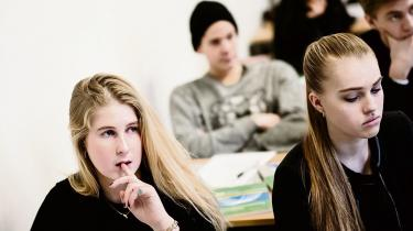 Kampen om karakterer er ifølge en ny forskningsrapport medvirkende til at presse gymnasieelever i en sådan grad, at over halvdelen af 2.g-eleverne fra to gymnasier er lige så hårdt ramt af stress som de 20 procent mest stressede i den voksne befolkning. Det går ud over elevernes sociale liv og kan føre til øget frafald og psykisk sygdom