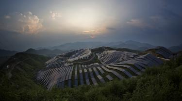 Kina investerer massivt i solenergi og er i gang med at bygge verdens største solcellepark. Denne solcellepark er opført i regionen Songxi i den sydøstlige Fujian provins.